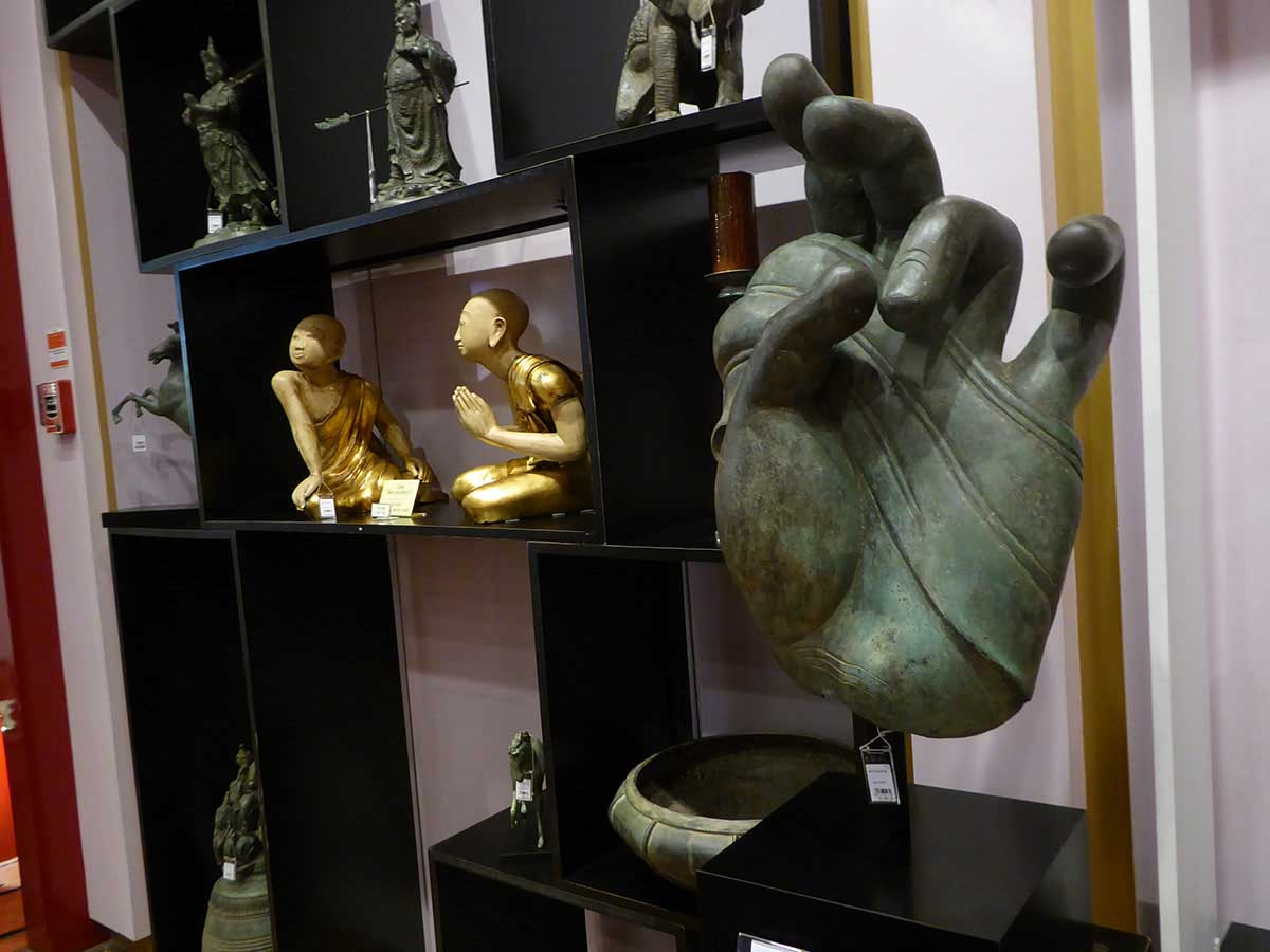 where to buy arts antiques decorative items handicrafts in Bangkok