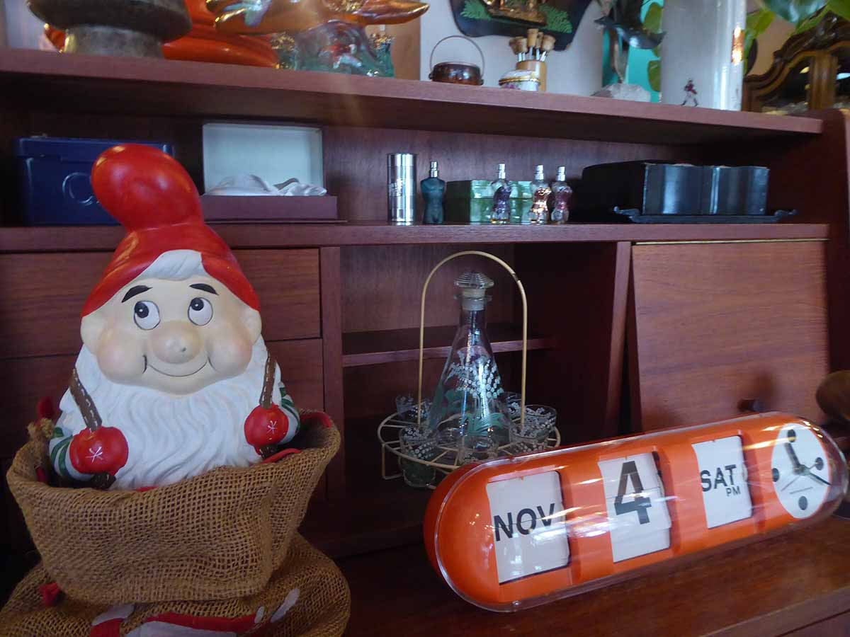 Vintage & Retro Furniture & Collectibles Shops in Bangkok