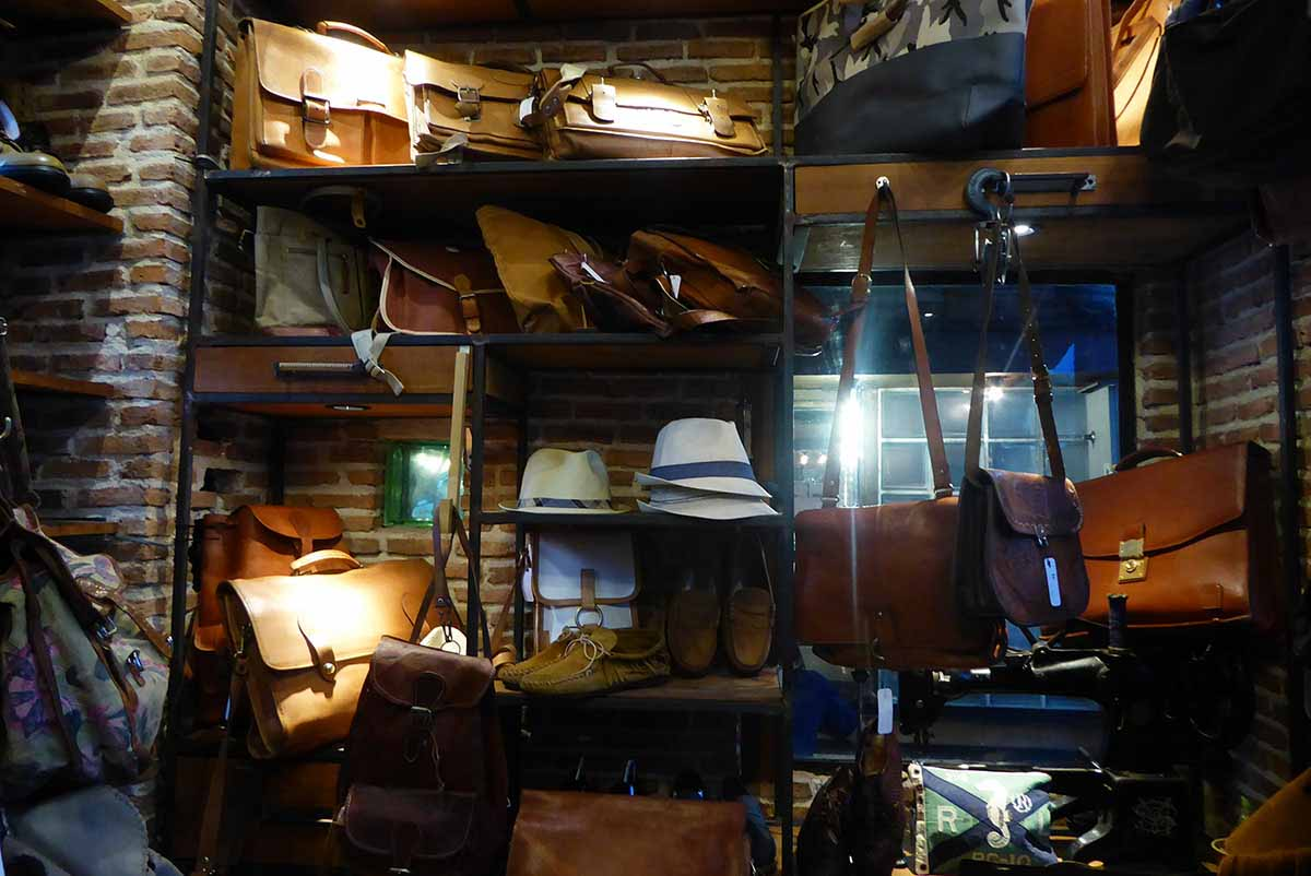 Vintage Clothing & Accessories in Bangkok Unfashion