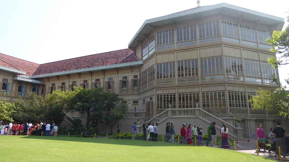 Vimanmek Mansion Royal Palace in Bangkok