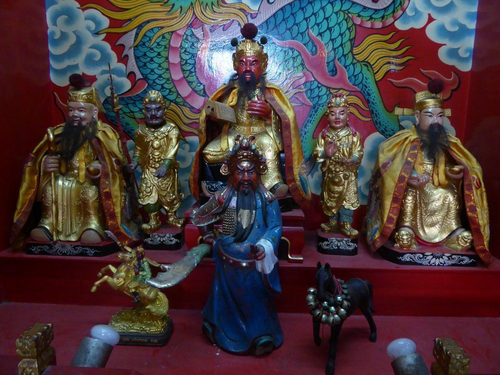 Leng Buai La Shrine in Bangkok. Yaowarat Walking Guide