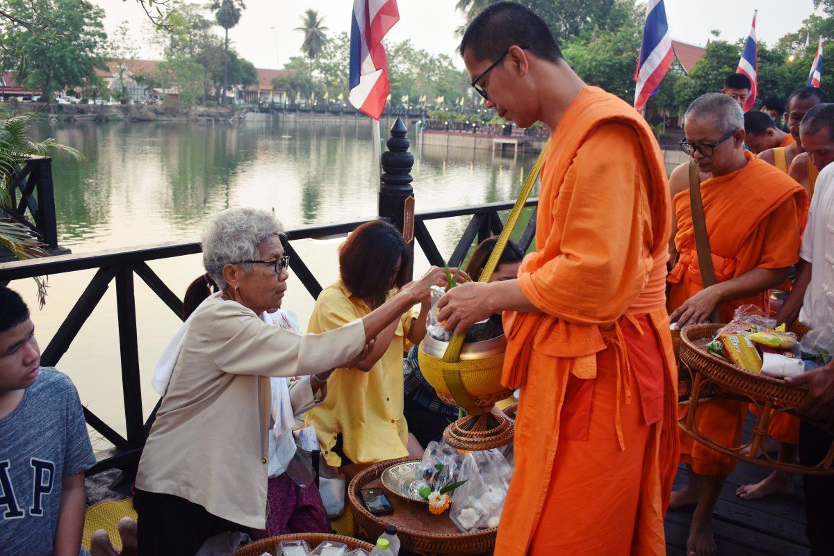 making merit at songkran