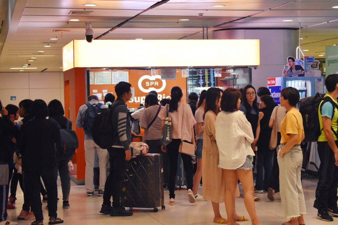 People Queing to Exchange Money at SuperRich in Bangkok Airport