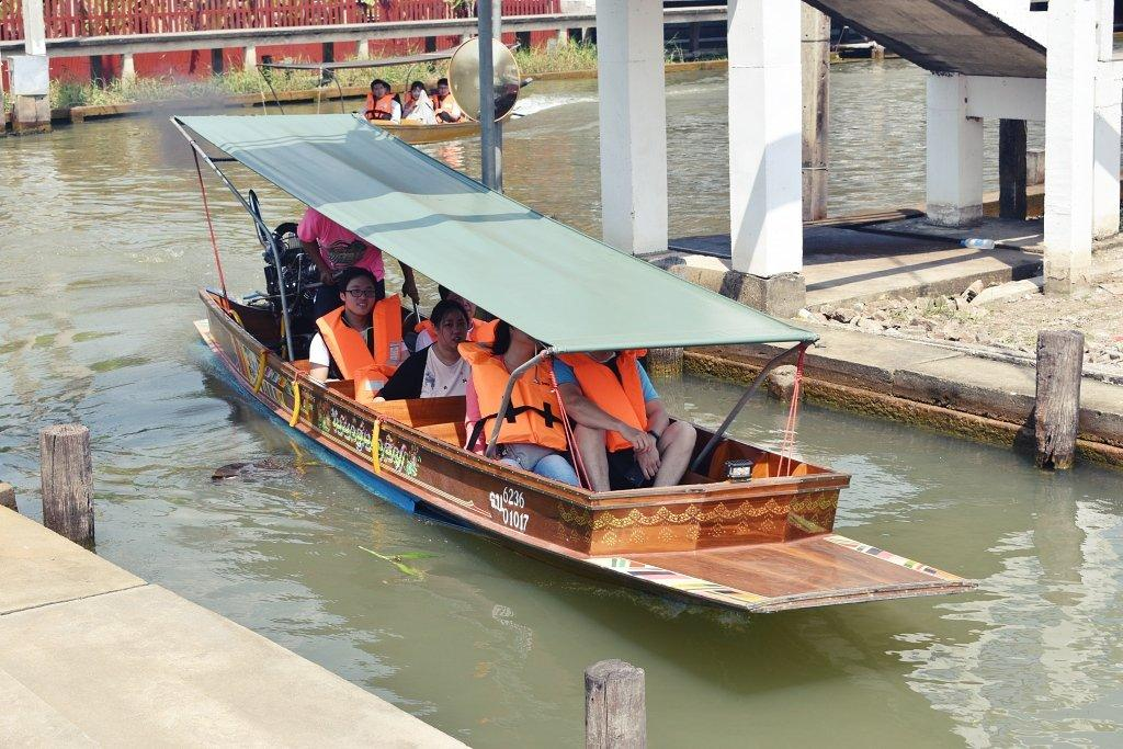 Boat Hire at Damnoen Saduak Floating Market